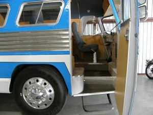 49-flxible-clipper-bus-motorhome-conversion-for-sale-002-600x450
