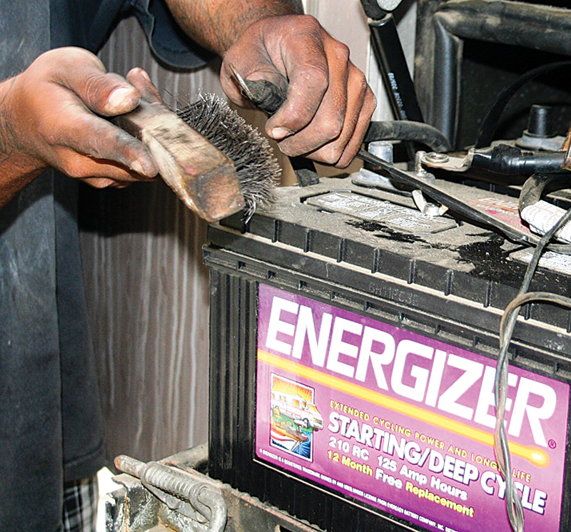 RV Battery: Best RV Deep Cycle Battery for RVs & Travel Trailers
