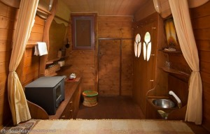 dipa-vasudeva-das-work-van-to-tiny-cabin-conversion-diy-motorhome-004-600x384