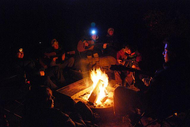 640px-Joshua_Tree_-_Campfire_1