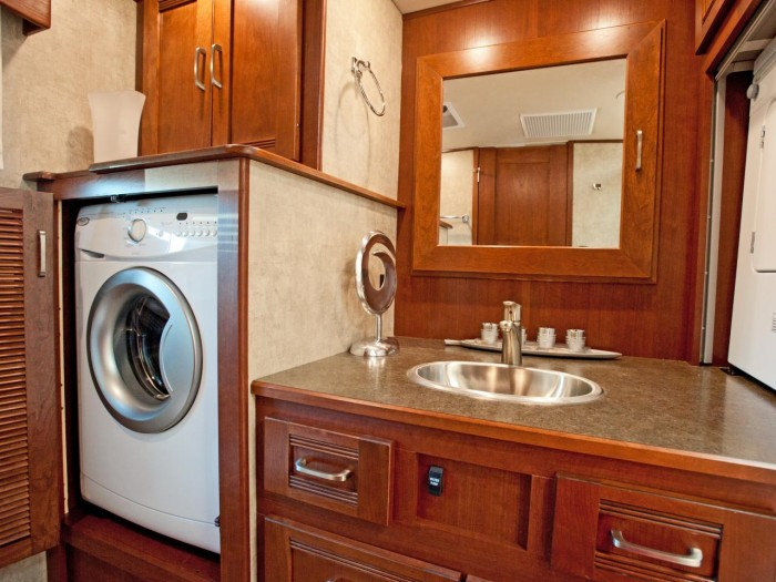BP_HRVS11-winnebago-forza-rv-bathroom-and-washer_h.jpg.rend.hgtvcom.1280.960