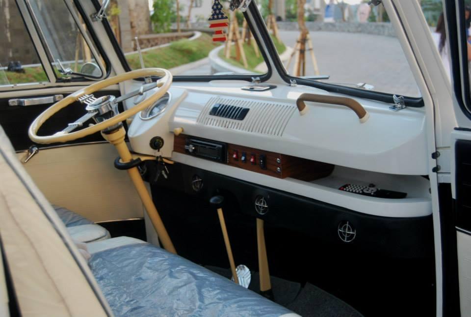 Dashboard-of-vintage-VW