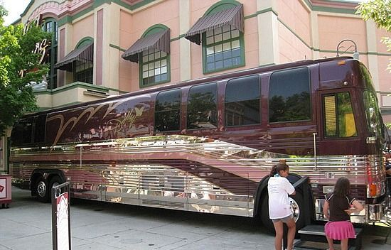 Prevost tour bus in Dollywood