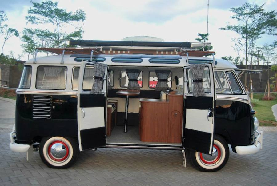 Side-view-of-Volkswagen-camper