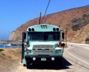 couple-convert-93-ford-school-bus-to-motorhome-cabin-01-600x481