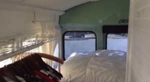 couple-convert-93-ford-school-bus-to-motorhome-cabin-06-600x327