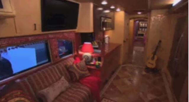 Dolly Parton Wants To Show You The Inside Of Her Tour Bus