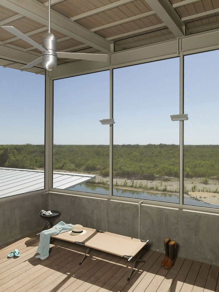 03 Locomotive-Ranch-Trailer-sleeping-loft