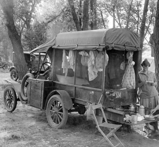 04 1918-camping