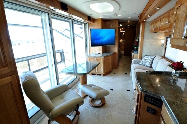 04 country-coach-veranda-interior-1
