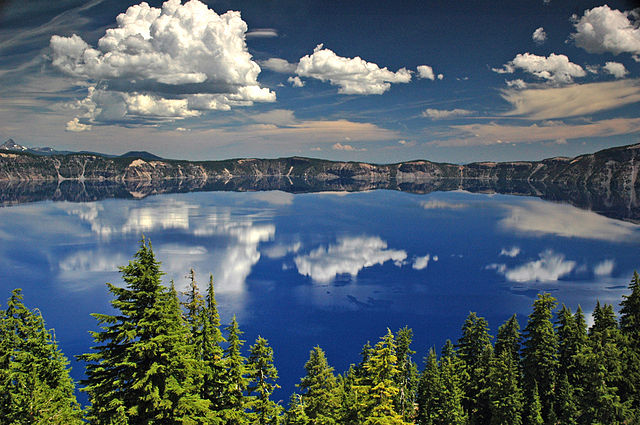 640px-Crater_Lake_National_Park_Oregon