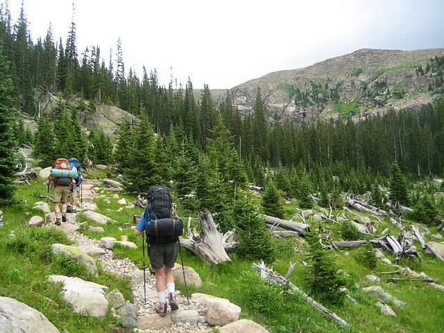 640px-Hikers_on_the_North_Inlet_Trail