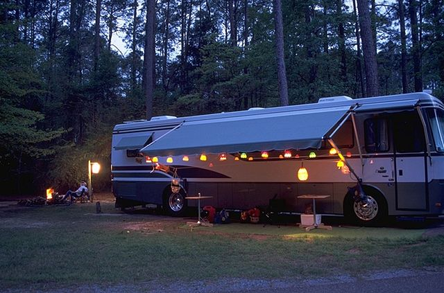 640px-RV_Camper_at_North_Toledo_Bend_State_Park