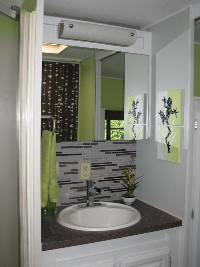 Backsplash-in-modern-RV-bathroom