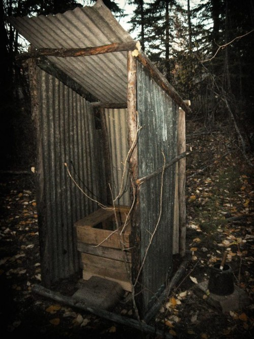 Outhouse-next-to-the-van