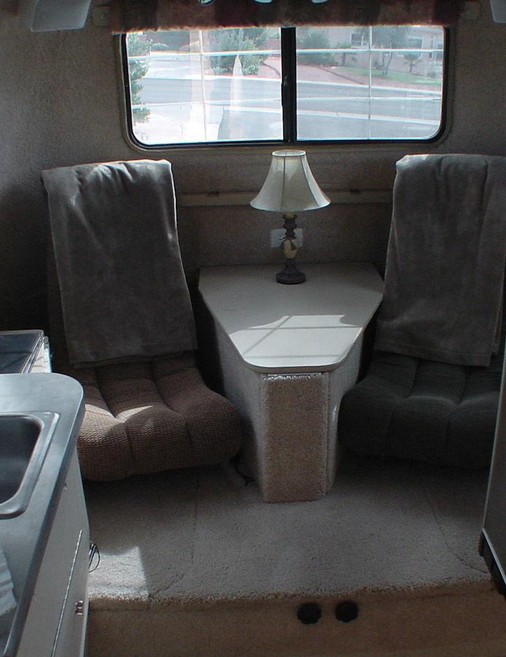 Sitting-area-in-rear