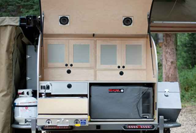 speakers & kitchen