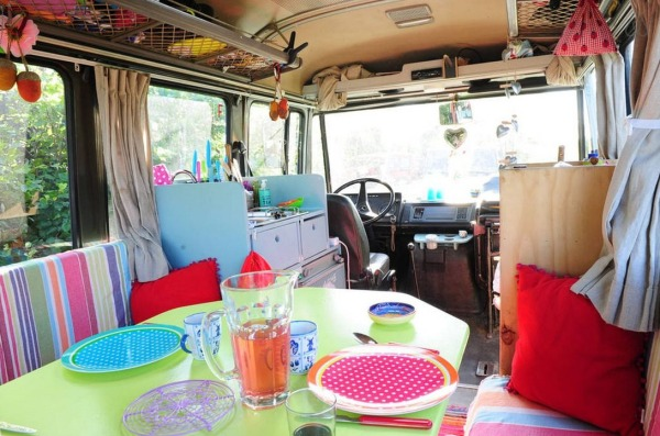 surf-bus-cozy-camper-van-004-600x397