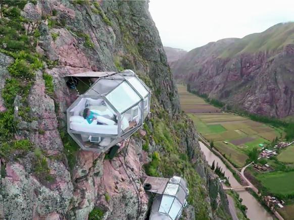 1skylodge-adventure-suites-natura-vive-glass-pods-peru-designboom-01-582x436