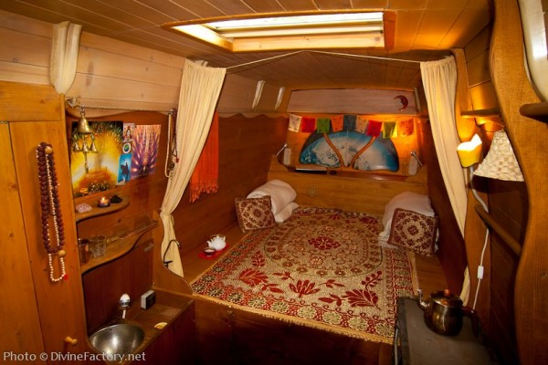 dipa-vasudeva-das-work-van-to-tiny-cabin-conversion-diy-motorhome-002-600x400