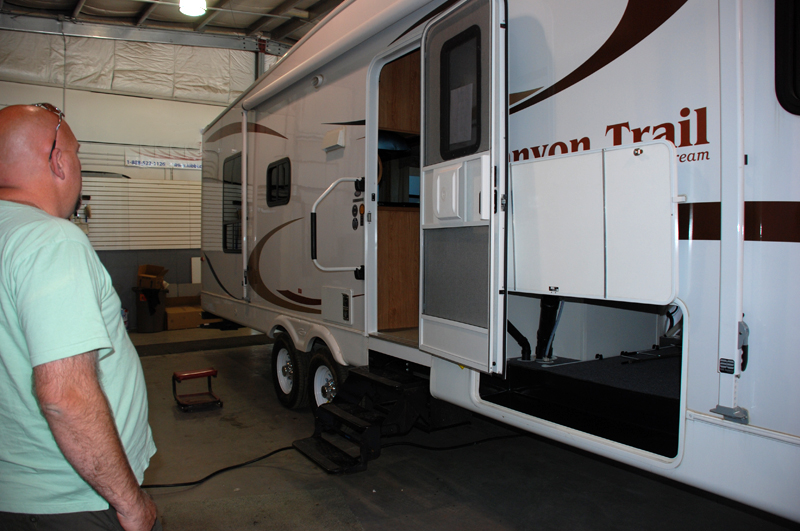 inspecting-a-used-rv-trailer