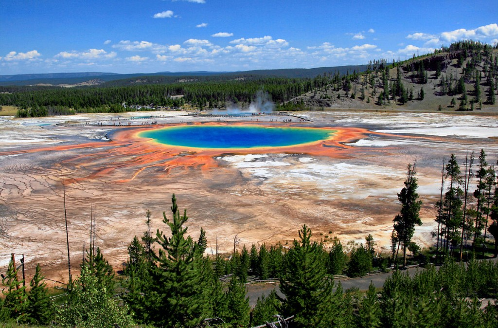 1200px-Grand_Prismatic_Spring_and_Midway_Geyser_Basin_from_above