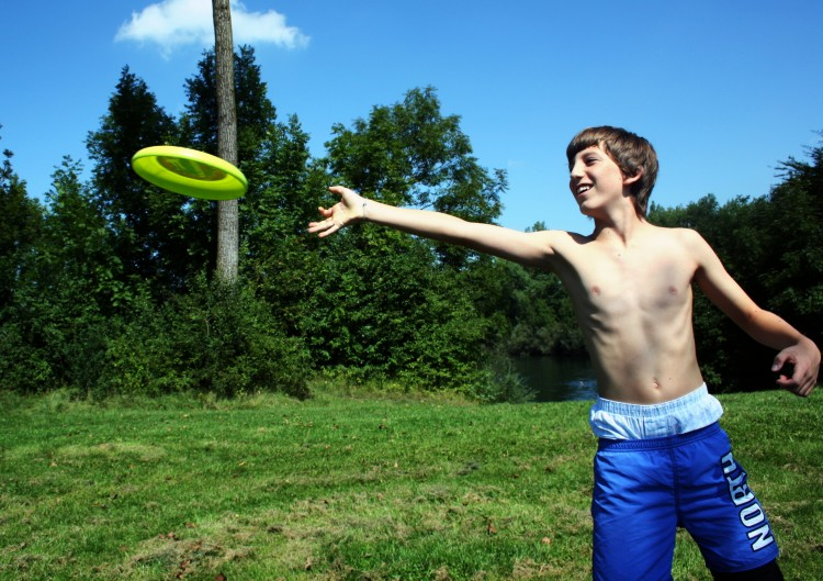 Frisbee_Wurf_Badeplatz