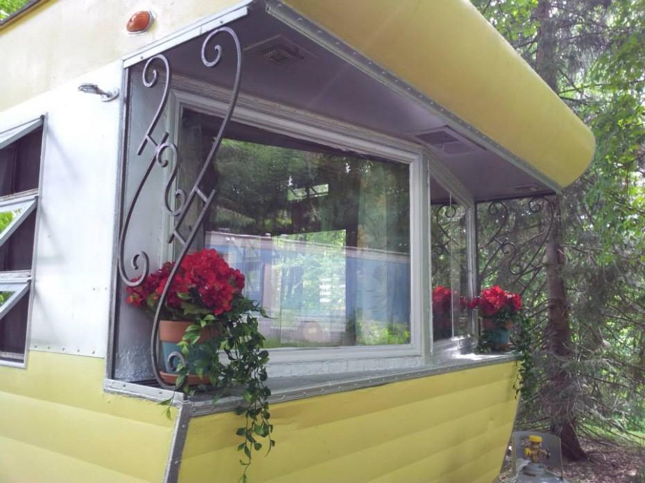 Smoker-Aritocrat-Mobile-Home-exterior--930x697