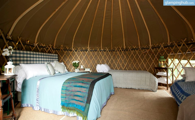 inviting-yurts-twinkling-string-lights-slane-ireland6