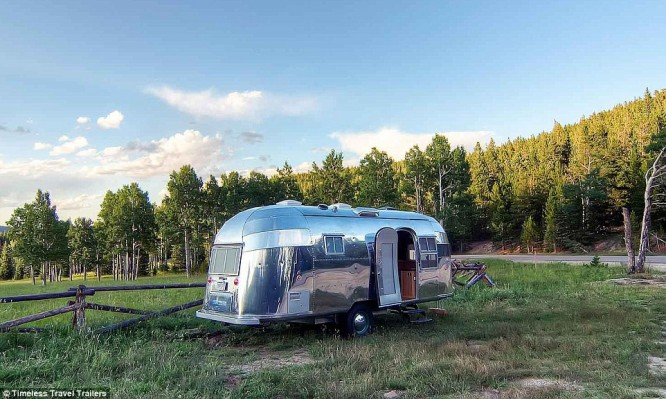 2B77AEB500000578-3203633-Vintage_Airstream_trailer_has_managed_to_retain_its_charm_all_th-m-1_1440401039581