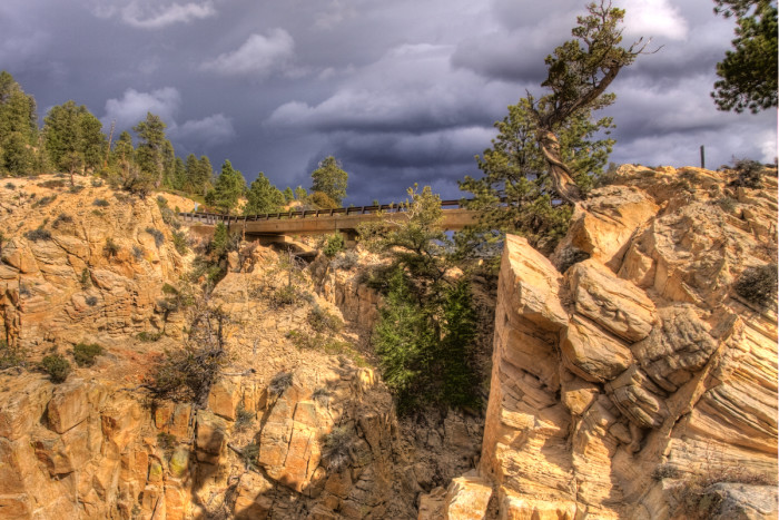 Hells_Backbone-Bridge-700x467