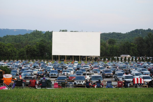 wilderness-outdoor-movie-theater-4f85f2d846d09d6530000015